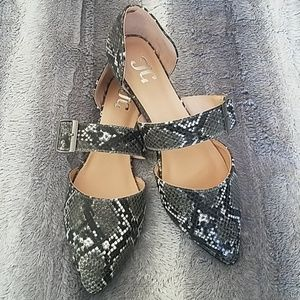Snakeskin Print faux leather flats NWOT